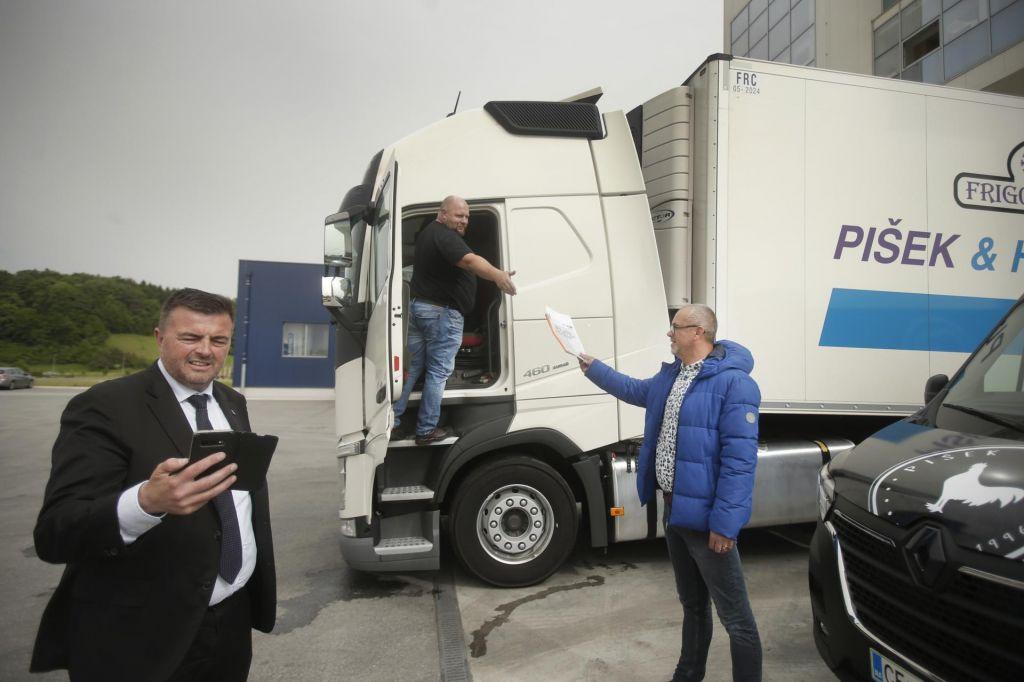 Kamionske in traktorske blokade niso prava pot