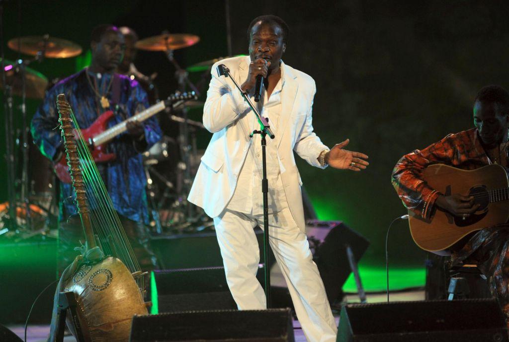 Umrl je Mory Kanté, afriški glasbeni zvezdnik