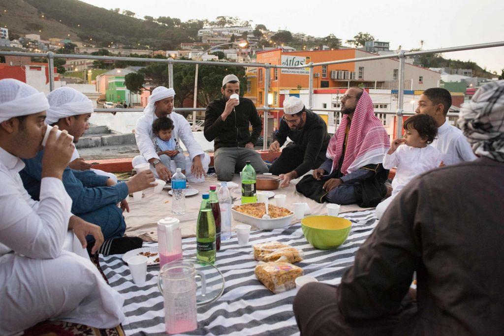 FOTO:Med ramazanom ni pomembno le odpovedovanje hrani in pijači