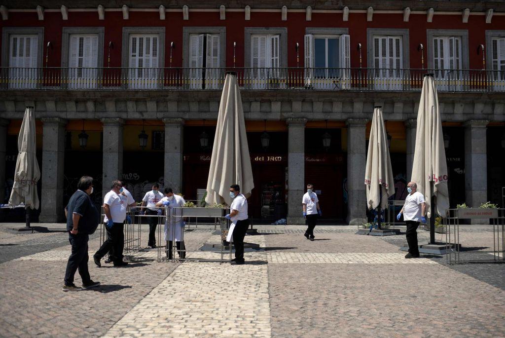 FOTO:Španci vidijo konec predora in tuje turiste