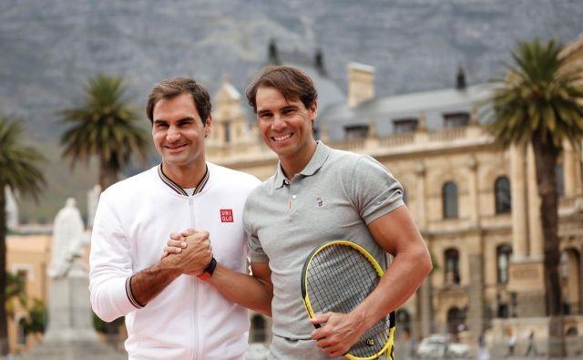 Medtem ko Roger Federer še ni pri volji za zavzetejše treninge, je Rafael Nadal v polnem vadbenem teniškem ritmu. FOTO: Reuters