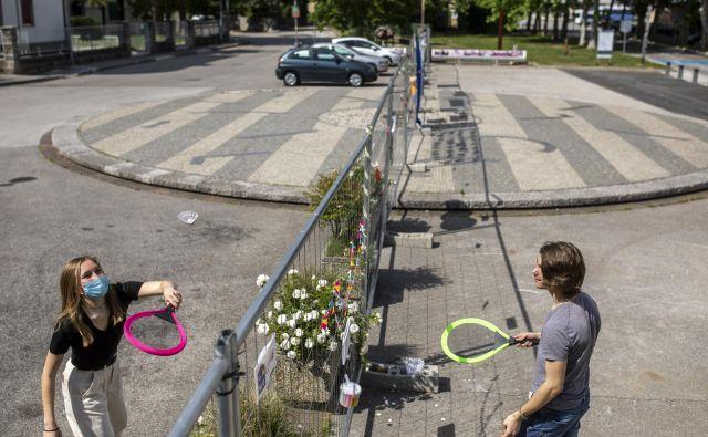 Štirinajstim odstotkom anketiranih se zdi, da poteka odpiranje mej prepočasi. Med njimi so najbrž tudi prebivalci na Goriškem, ki so se združili v iniciativi za normalizacijo stanja ob meji. Foto Voranc Vogel