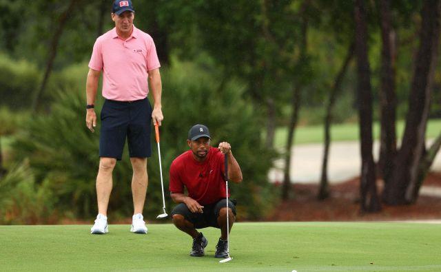 Tiger Woods in nekdanji zvezdnik ameriškega nogometa Peyton Manning sta v dobrodelnem dvoboju izzvala Phila Mickelsona in še aktivnega »nogometnega« zvezdnika Toma Bradyja. FOTO: USA TODAY Sports