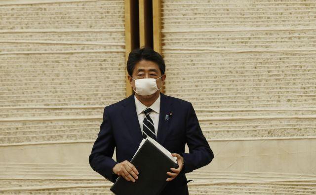 Premier <strong>Šinzo Abe</strong> je sporočil, da je novi koronavirus na Japonskem pod nadzorom. FOTO:Kim Kyung-hoon/AFP