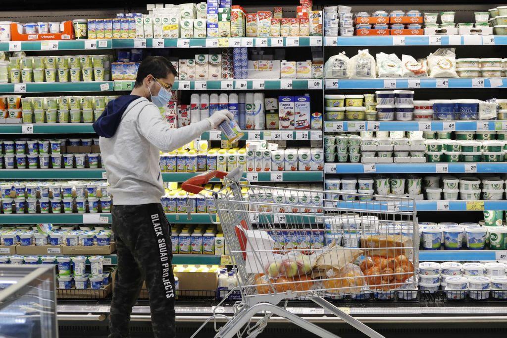 Vlada ne podpira predloga za zaprtje trgovin ob nedeljah