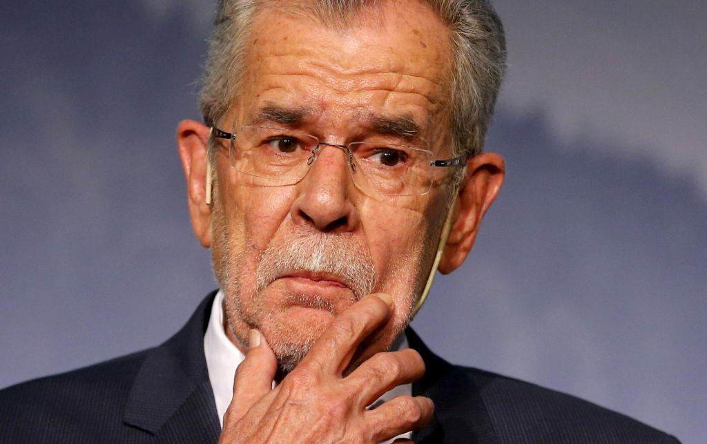 Avstrijskega predsednika zalotili pri kršitvi koronavirusnih prepovedi