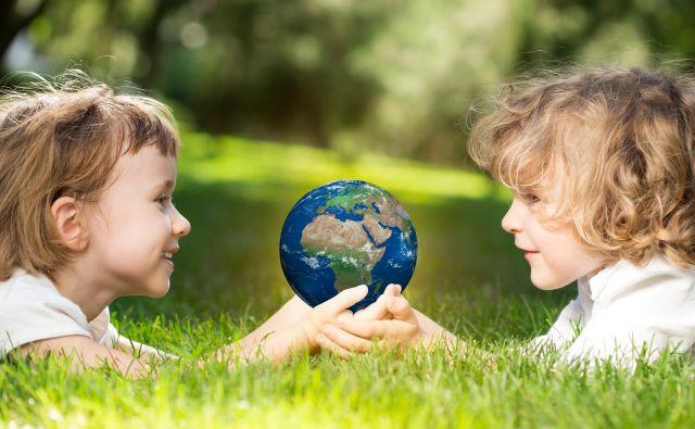 Ravnajmo v sozvočju z naravo, da bodo podnebne spremembe čim manjše, da bodo tudi naši zanamci še lahko delali družbo planetu Zemlja. Foto Shutterstock