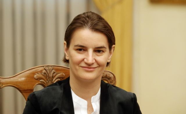 Srbska predsednica vlade Ana Brnabić je po včerajšnji objavi odločitve Podgorice sodržavljane pozvala, naj ne dopustujejo v Črni gori. FOTO: Jože Suhadolnik/Delo