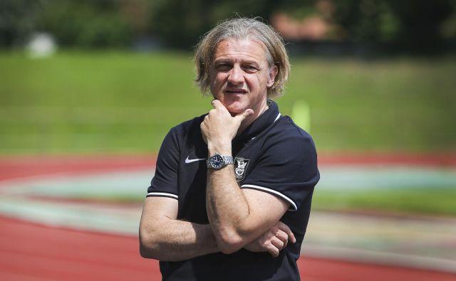 Trener Olimpije Safet Hadžić je dopoldne vodil trening na Kodeljevem, popoldne je moštvo vodil v Kranju. FOTO: Jože Suhadolnik