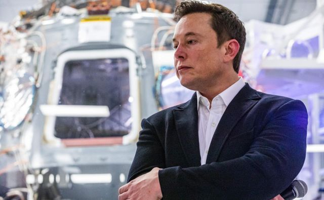 Ekscentrični Elon Musk je s partnerko Grimes najmlajšemu sinu dal ekscentrično ime X AE A-XII. FOTO: Philip Pacheco/AFP