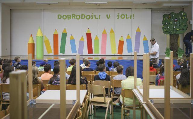 V prihodnjih dneh bo znano, kdaj se bodo v šole vrnili še preostali otroci, če sploh. FOTO: Jože Suhadolnik/Delo