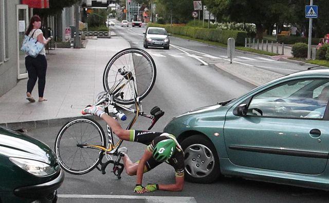 Neupoštevanje pravil o prednosti je med najpogostejšimi vzroki nesreč z udeležbo kolesarjev. FOTO: Dejan Javornik