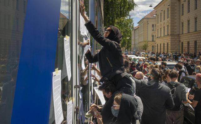 Akcija za kulturo pred ministrstvom za kulturo. Foto Voranc Vogel
