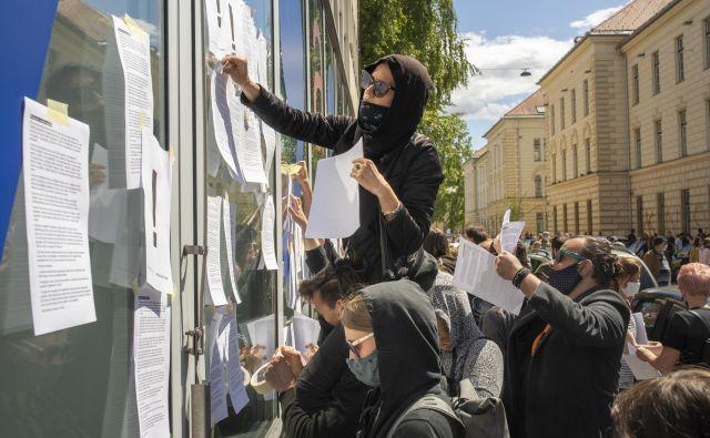 Protest kulturnikov pred ministrstvom za kulturo, Ljubljana, 26. 5. 2020 Foto Voranc Vogel