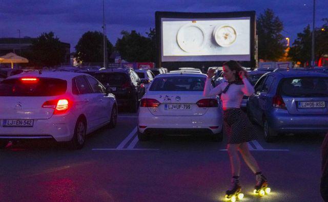 Na Viču si filme iz avta lahko ogledate na Intersparovem parkirišču in Avtosejmu. FOTO: Jože Suhadolnik/Delo