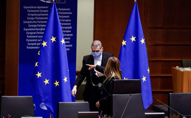Evropski parlament, ki je zahteval veliko več denarja, kot so ga države članice pripravljene nameniti, tradicionalno najprej demonstrativno zavrne sklenjeni kompromis.FOTO: Kenzo Tribouillard/AFP