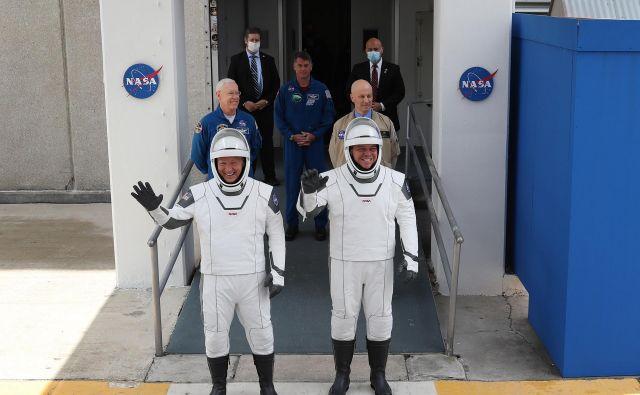 Bob Behnken in Doug Hurley bosta člana prve posadke v zgodovini, ki bo v vesolje poletela s komercialno raketo zasebne vesoljske družbe Elona Muska.Foto: Joe Raedle/Afp
