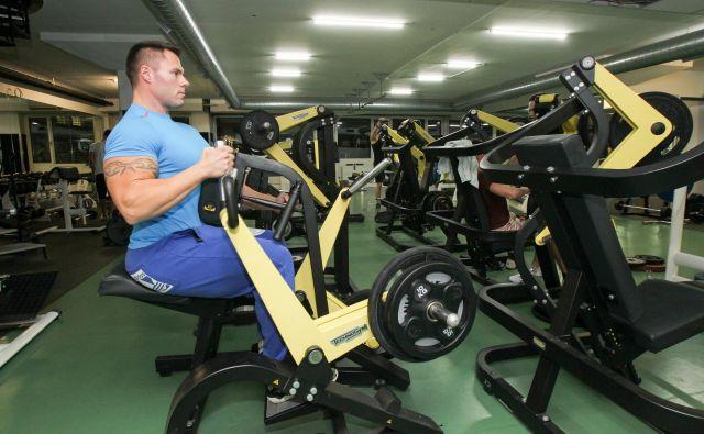 Tudi aktivni naj ob vrnitvi v fitnes centre postopoma dodajajo obremenitve na naparavah. FOTO: Marko Feist