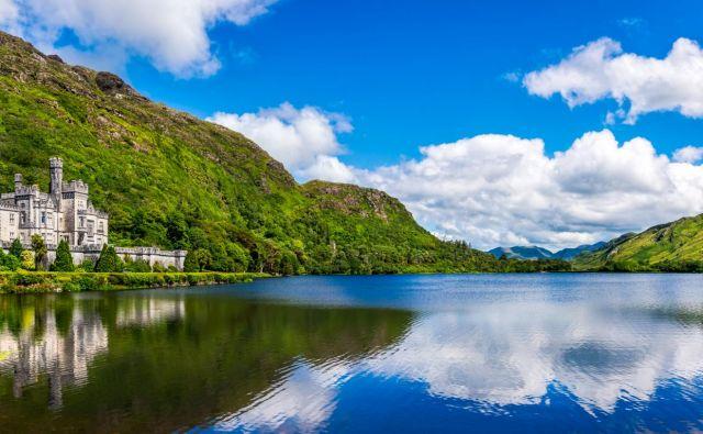 Z gradom Kylemore je bogataš Mitchell Henry svoji ženi izkazal ljubezen. FOTO: Shutterstock