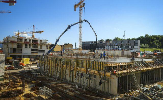 Občinski in republiški sklad pospešeno gradita sosesko Novo Brdo 2, na voljo bo kar 672 javnih najemnih stanovanj. Foto: Jože Suhadolnik