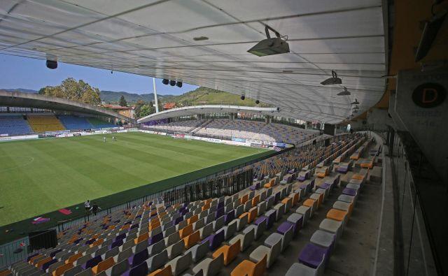 Stroški posodobitve zahodne tribune nogometnega stadiona Ljudski vrt in, po novem, zgraditve garaže pod pomožnim stadionom bodo razdeljeni na vse nas še aktivne davkoplačevalce. Foto Tadej Regent