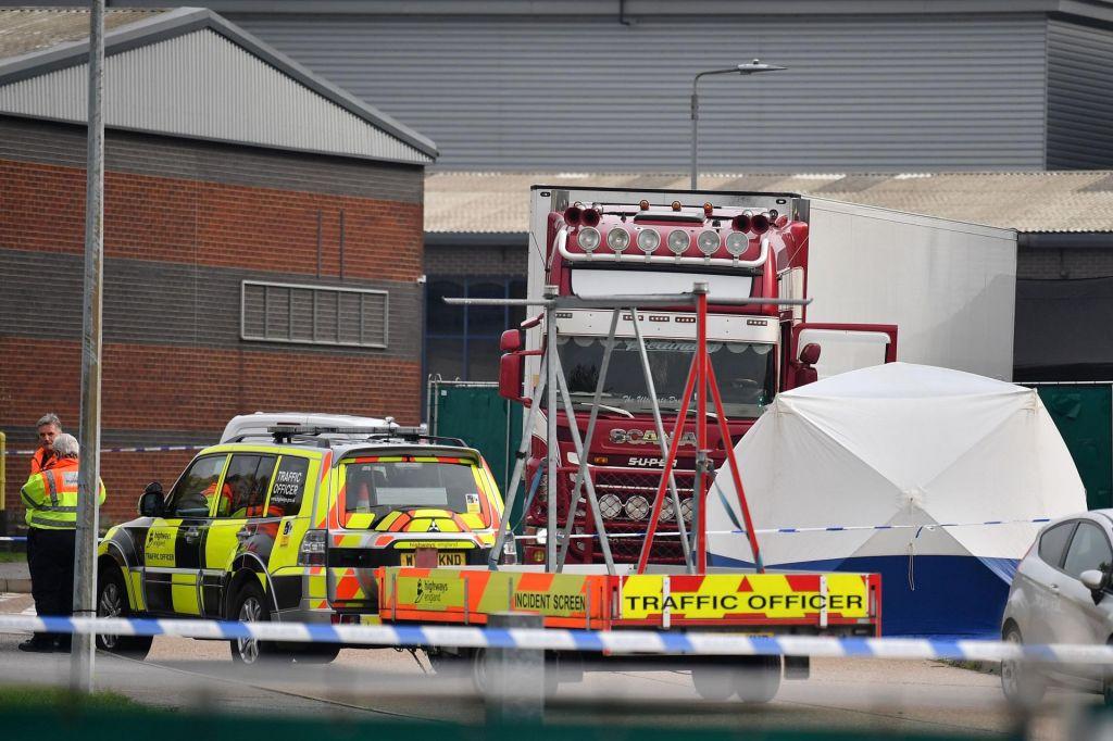 V povezavi z mrtvimi migranti v tovornjaku prijeli 26 osumljencev