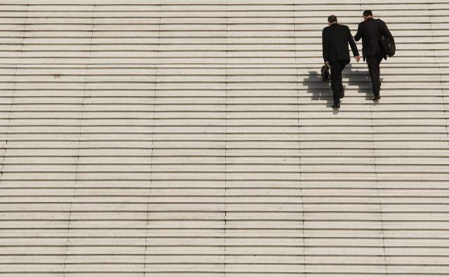 Če velja splošno prepričanje, da je za usvojitev novih navad potrebnih 21 dni (pa čeprav to ne drži vedno in povsod), smo sedaj že davno čez to magično mejo. FOTO: Benoit Tessier / Reuters