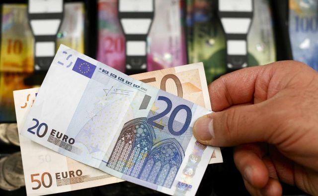 Glavna nejasnost je, ali bo poroštvo za likvidnostne kredite poplačano z denarjem ali z obveznico SID banke. Foto Reuters