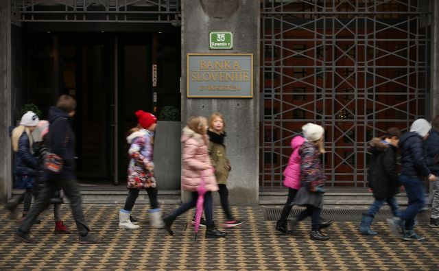Približno od 5000 do 6000 v šole vpisanih otrok prejema brezplačno kosilo zaradi zelo nizkih dohodkov staršev. FOTO: Jure Eržen/Delo