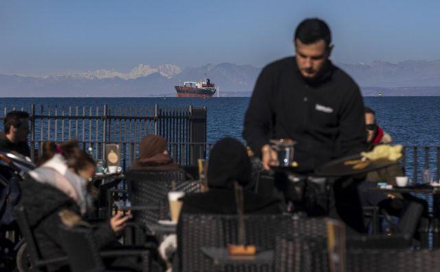 Gostinstvo in turizem sta letos najprej občutila posledice epidemije. FOTO: Voranc Vogel/Delo