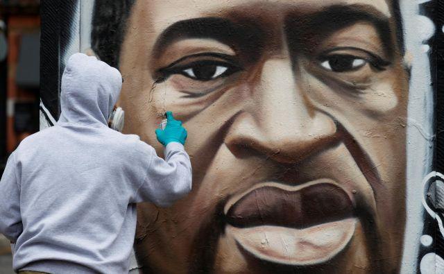 Družbeni protesti, ki so se po nasilni smrti Georgea Floyda z vso silovitostjo razširili po ZDA, so dosegli tudi svet korporacij in zvezdnikov. Fotografije Reuters