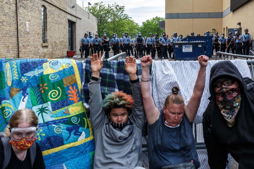 FOTO:Protesti zaradi smrti Afroameričana med nasilno aretacijo se nadaljujejo