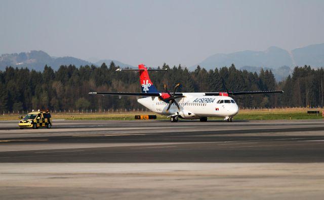 Prva letalska družba, ki ponovno vzpostavlja redno letenje na Brnik, je Air Serbia. FOTO: Uroš Hočevar/Delo