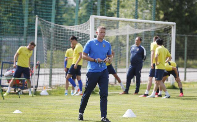 Trener Domžalčanov Andrej Razdrh stopnjuje formo svojih nogometašev. FOTO: Leon Vidic