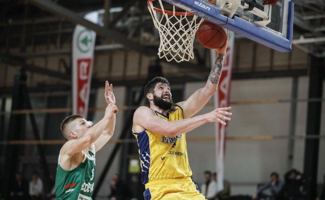 Tudi Žiga Dimec, z žogo, je Kopru pomahal v slovo. FOTO: Uroš Hočevar