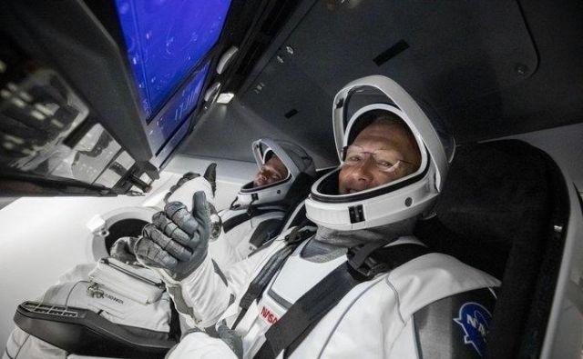 Astronavta sta pripravljena na zgodovinsko izstrelitev. Foto Spacex