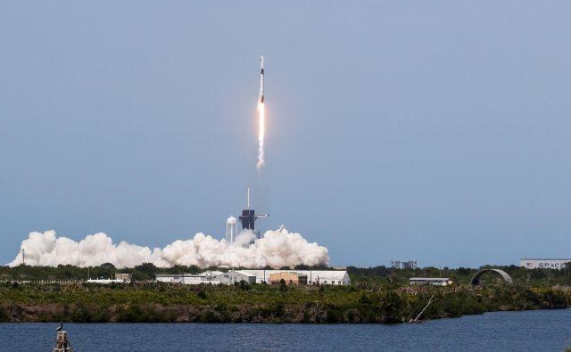 Spacexova raketa je ponesla v orbito Nasina astronavta Boba Behnkena in Douga Hurleya. FOTO:Thom Baur Reuters