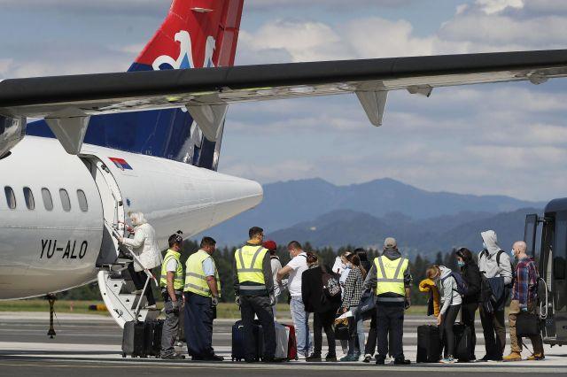 FOTO:Na Brniku oživel redni letalski potniški promet