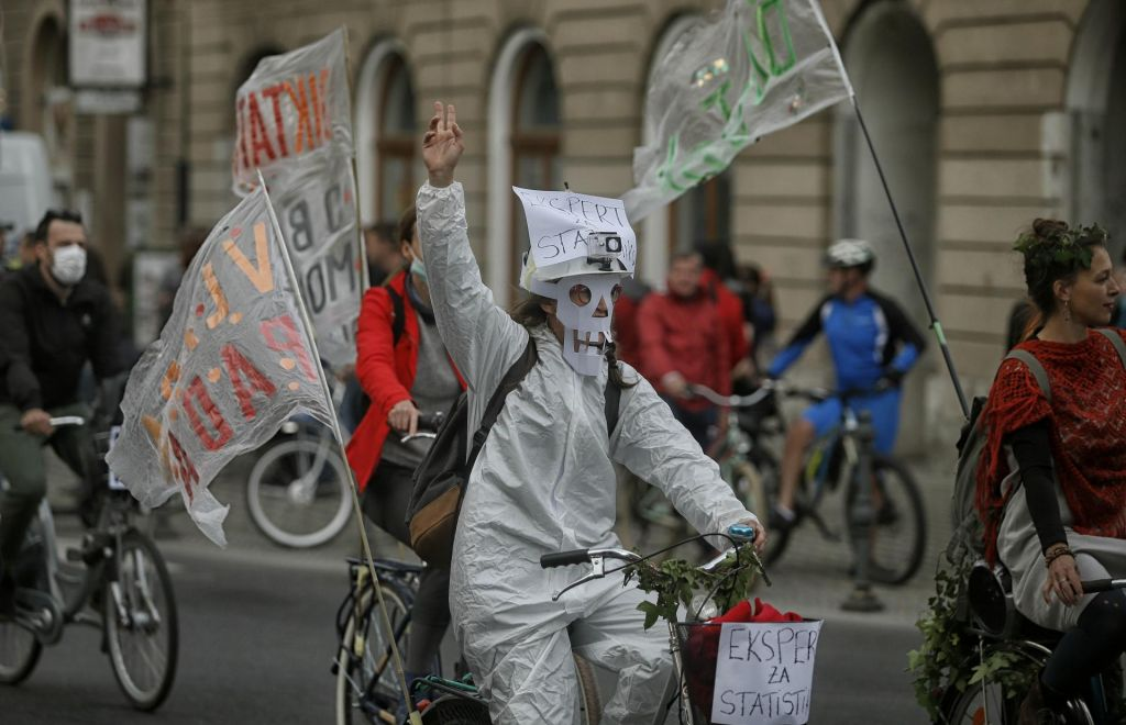 FOTO:Proti vladi Janeza Janše kolesarili tudi v Berlinu