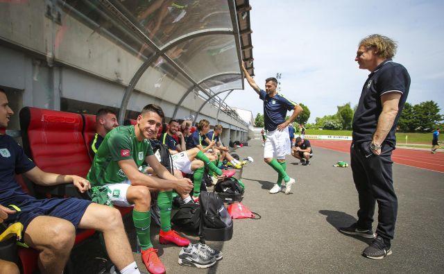 Ob prekinitvi sezone so bili na 1. mestu nogometaši Olimpije. FOTO: Jože Suhadolnik/Delo