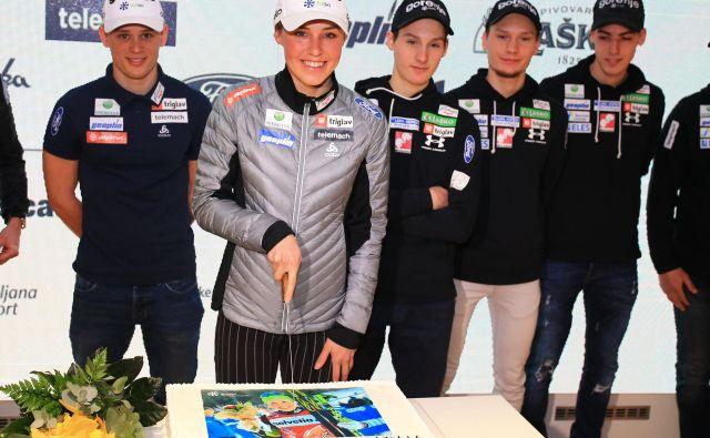 Anamarija Lampič je bila v zadnji zimi najbolj nasmejana po dveh zmagah na prestižni novoletni turneji. Ob vrnitvi jo je pričakala torta.<br /> Foto Tomi Lombar