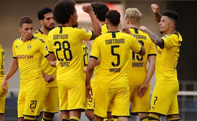 Nogometaši iz Dortmunda so si hitro opomogli od poraza v derbiju z Bayernom in gladko ugnali Paderborn. FOTO: Reuters