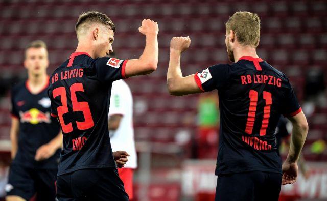 Takole sta se veselila zmage Leipziga njegova aduta Dani Olmo in Timo Werner. FOTO: Reuters