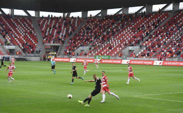 Gledalci na madžarskih štadionih so disciplinirano upoštevali omejitve. FOTO: AFP<br />