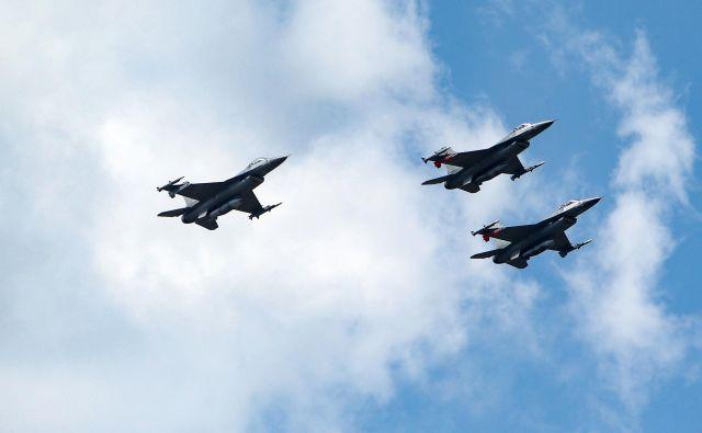 Letala bodo letela v dveh ešalonih na višini 1200 metrov. FOTO: Reuters