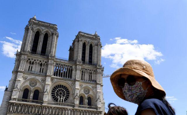 Sredi aprila je minilo eno leto, odkar so znamenito pariško katedralo Notre-Dame zajeli uničujoči plameni. FOTO:Alain Jocard/AFP