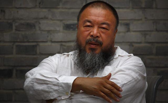 Ves denar od prodaje mask Ai Weiweija bo šel organizacijam Human Rights Watch, Refugees International in Zdravniki brez meja. FOTO: David Gray/Reuters