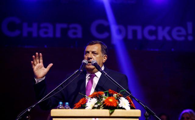 Čeprav gospodarstvo v Republiki srbski krvavo potrebuje finančno injekcijo, spor ustreza tudi članu predsedstva BiH Miloradu Dodiku, ker lahko še naprej dokazuje, da je BiH nestabilna in nedelujoča umetna državna tvorba. Foto Reuters