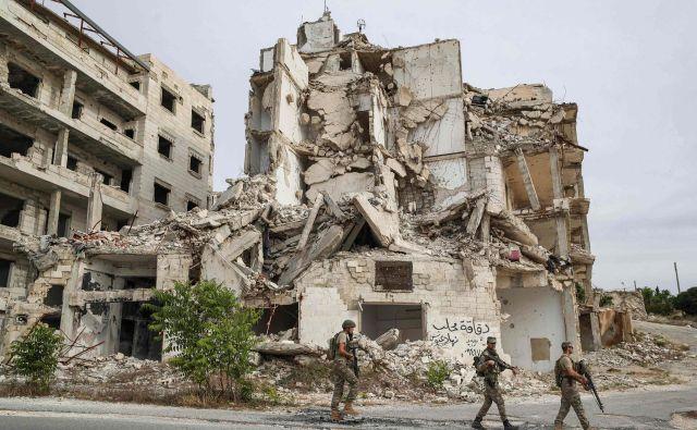 Turški vojaki patruljirajo v Idlibu. Foto AFP