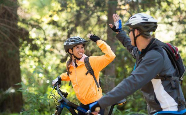 Kolesarjenje je lahko tudi oblika preživljanja skupnega časa s partnerjem ali odlična osnova za zmenek. FOTO: Shutterstock